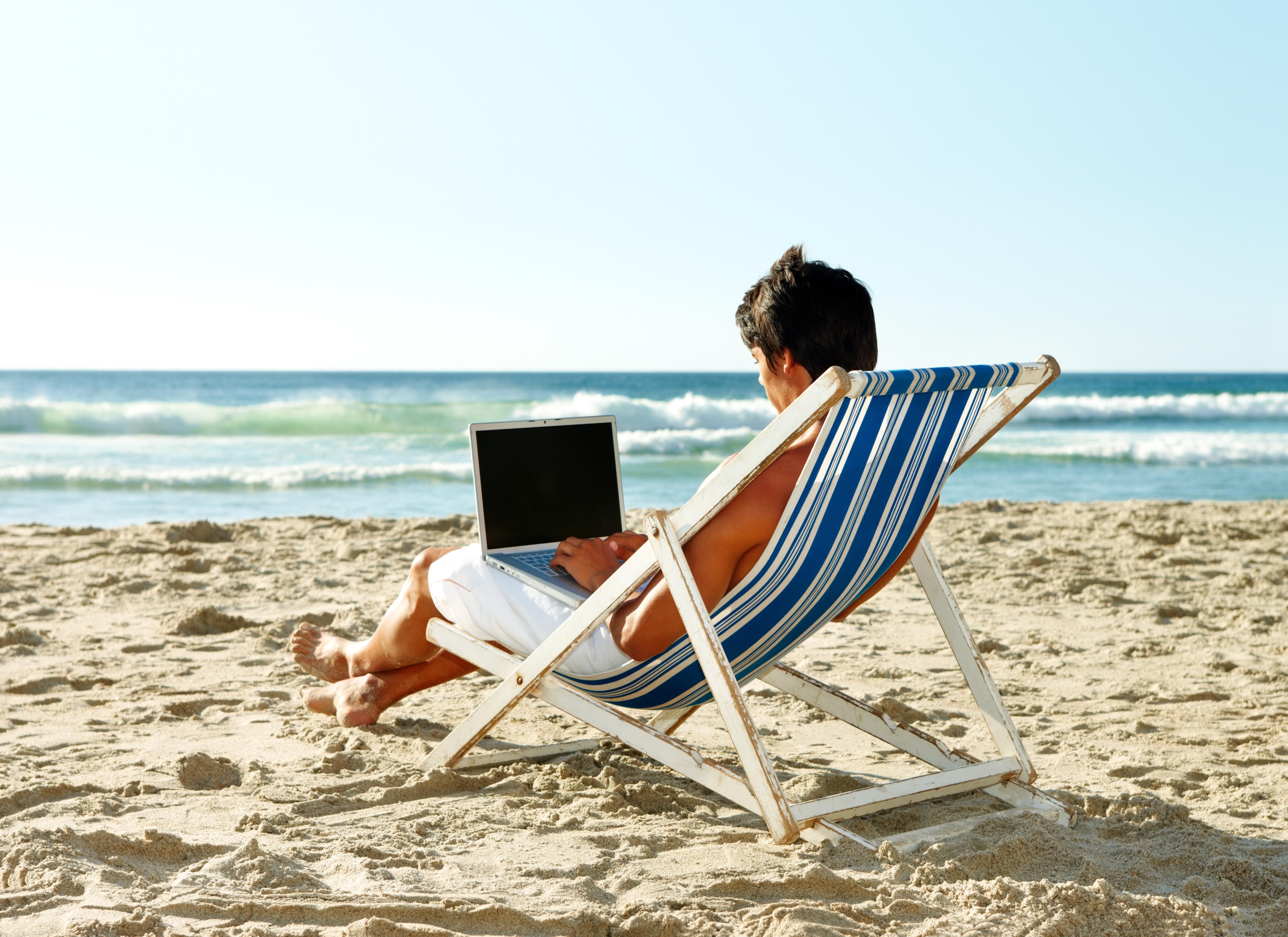business beach laptop_27367705